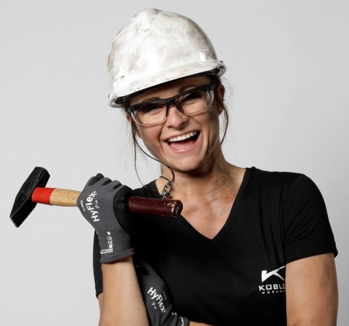 Eine Arbeitsschutzbrille muss an die jeweilige Tätigkeit perfekt leistungsfähig sein. Damit sie wirklich konsequent getragen wird, ist vor allem die Anpassbarkeit an den Anwender und damit der Tragekomfort enorm wichtig. (Foto ©ForSec)