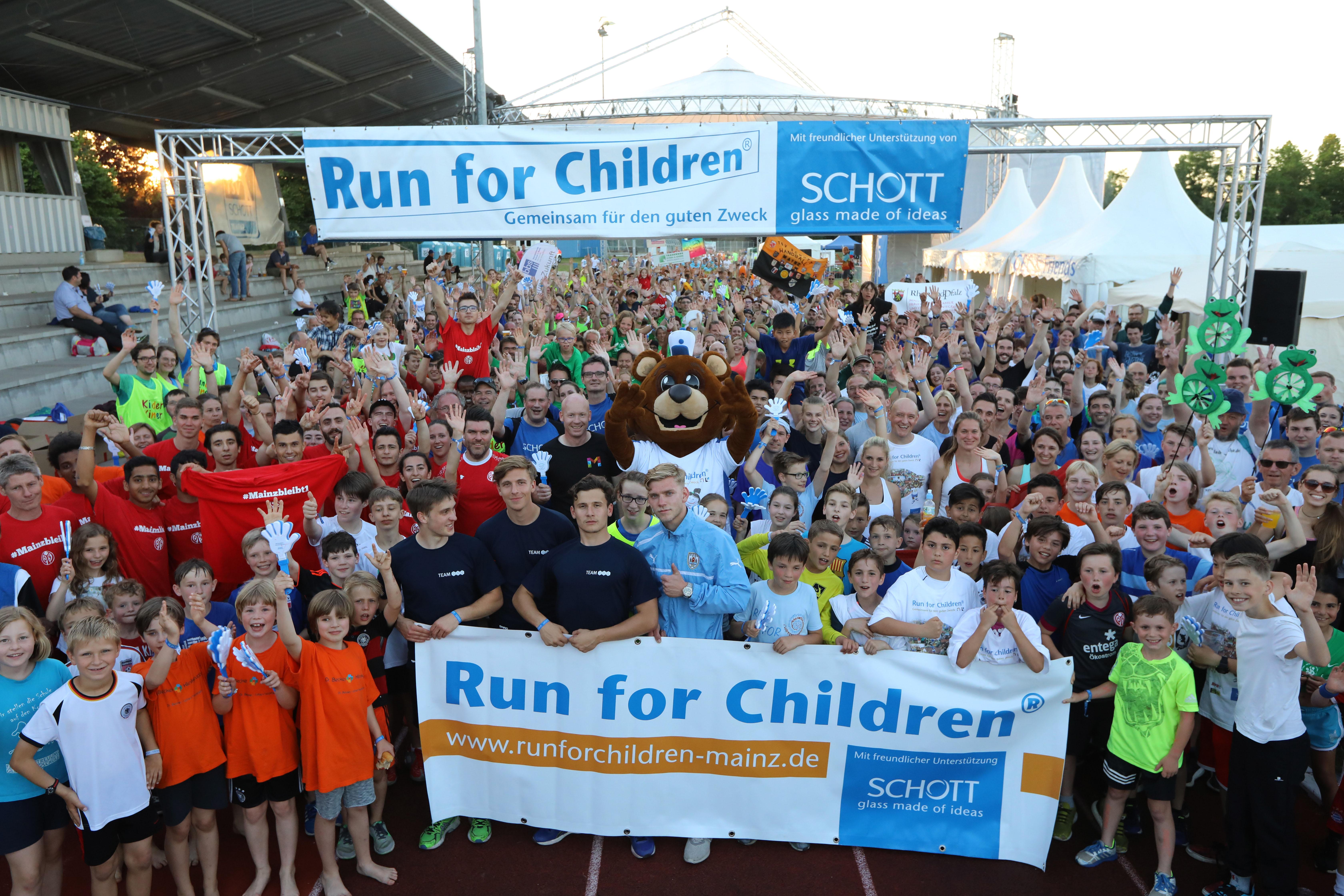 Gruppenfoto der teilnehmenden Läufer